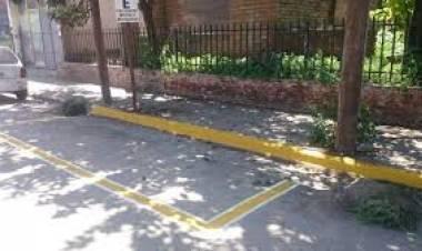 HCD-Piden estacionamiento de motos en Rivadavia y Belgrano