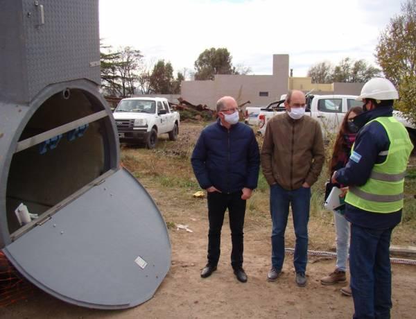 El Intendente Matzkin supervisó la instalación de la estación de bombeo en la obra del Balneario