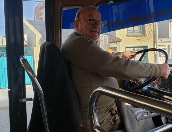 """""""Hace 57 años que su dueño transporta a los vecinos"""""""
