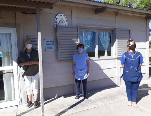 Las Instituciones rurales Ep31 República Argentina y JIRMM N 6 de Pje  Chelforó, recibieron la visita de la Inspectora de Dirección Provincial de Insfraestructura.