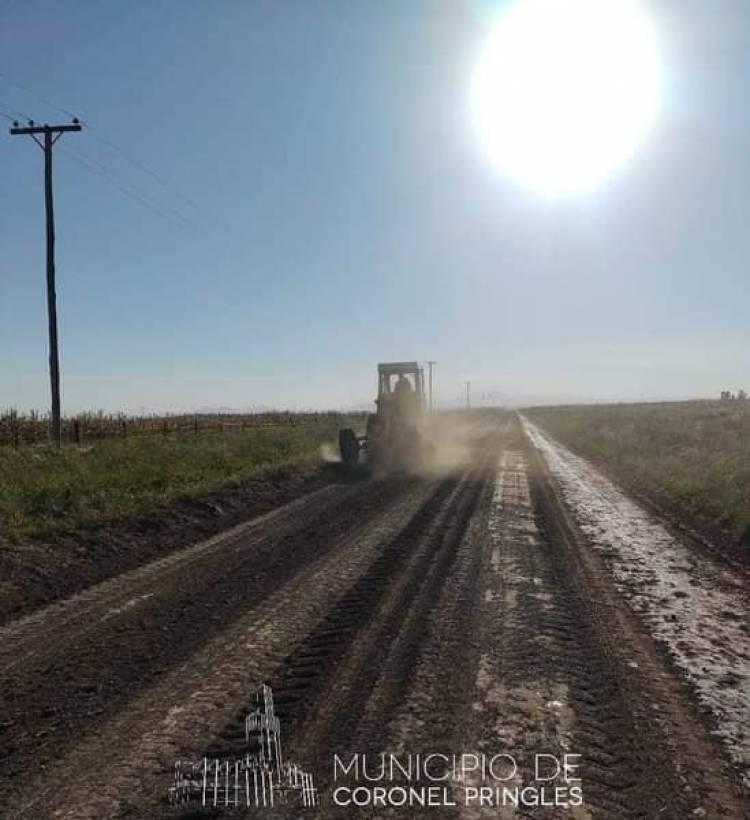 Siguen el mantenimiento y mejoras en caminos rurales provinciales